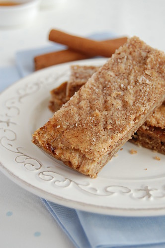 Ovaltine thins with cinnamon sugar / Barrinhas de Ovomaltine com cobertura de açúcar e canela