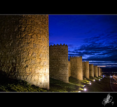 dum,dum, quien es?...abre la muralla (cortu) Tags: pentax ricardo castilla vila murallas horaazul f5i rlb9361