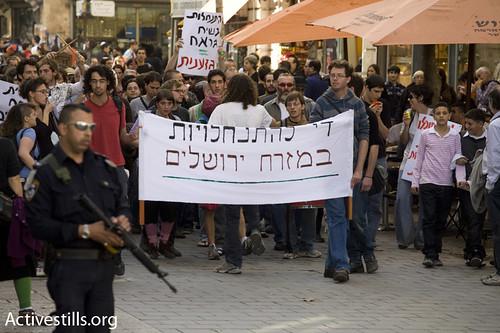 Solidarity march with Sheikh Jerrah evicted families, Jerusalem, 25/12/2009. par activestills