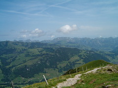 Ausicht auf dem Gandlauenengrat ob Zweisimmen im Berner Oberland im Kanton Bern in der Schweiz (chrchr_75) Tags: mountains alps nature landscape schweiz switzerland suisse hiking swiss natur berge bern alpen christoph svizzera landschaft berne wandern berner berna 0606 wanderung wanderweg berneroberland saanenland oberland zweisimmen rinderberg simmental suissa kanton chrigu wanderwege kantonbern brn saanenmser chrchr hurni chrchr75 chriguhurni albumrinderberg2006 hurni060619