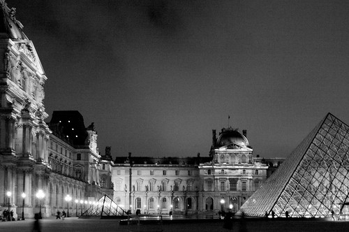 Paris by Night, Le Louvre