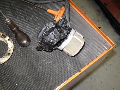 Supporto in gomma danneggiato dalla benzina verde