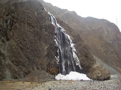 Madhupur Waterfall (meemainseen) Tags: skardu madhupur