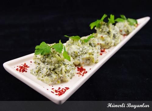 Yoğurt Soslu Brokoli