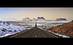 Monument Valley - US 163 Mile 13 - Utah (Dominique Palombieri) Tags: arizona usa snow fog landscape utah flickr 28mm fav20 dominique monumentvalley fav30 2010 125iso fav10 fav40 canoneos7d 140secatf18 lensefs1755mmf28isusm palombieri