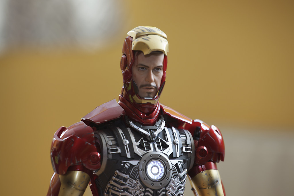 Hot Toys Battle Damaged Iron Man Mark III