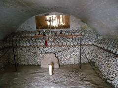 100414_Hallstatt 094 (Tauralbus) Tags: friedhof cemetery skull austria österreich oberösterreich weltkulturerbe hallstatt upperaustria schädel beinhaus totenkult totenschädel unescoweltkulturerbe