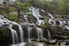 Mae Ya Waterfall : 2010_04_11_000026544.JPG (Nobythai) Tags: morning nature landscape thailand eos waterfall nationalpark asia southeastasia downtown thai  5d chiangmai  supershot  chomthong anawesomeshot unseenasia  earthasia totallythailand  impensable