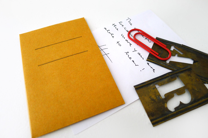 KRAFT envelopes (small with string / orange)