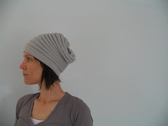 (assemblage) Tags: hat silver grey knitting stitches cashmere beanie handknitting wurm lightgrey