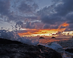 mokes sunrise (finches_50) Tags: sunrise hawaii oahu splash windward lanikai mokes mokuluaislands rockledge goldensky facingeast
