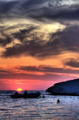 Barca al tramonto (socrates197577) Tags: nikon tramonto nuvole mare barche sole paesaggi hdr paesaggio photomatix artofimages bestcapturesaoi thebestofcengizsqueezeme2groups ringexcellence dblringexcellence tplringexcellence