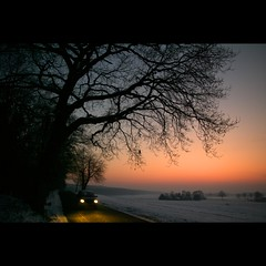 Countryside (Hans van Reenen) Tags: winter car germany deutschland countryside twilight fav50 headlight arbolitos k7 kranenburg fav100 grafwegen grafwegenerstrasse fav150 20100107