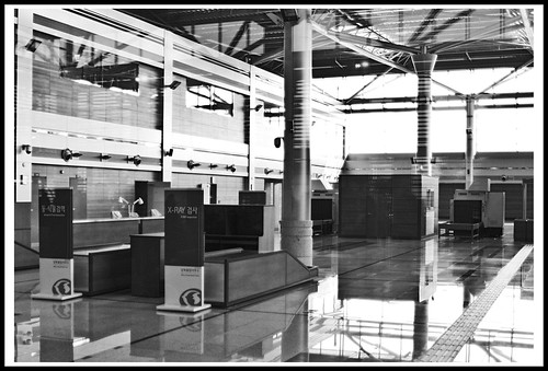 empty unused trainstation