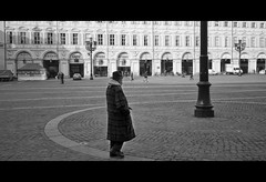 Piazza S.Carlo (costa.federico) Tags: old man square torino solitude loneliness solo piazza natale freddo reportage solitudine anziano piazzascarlo