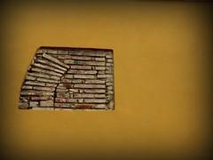 (Eruиэ!!) Tags: pared calle desorden minimalismo ladrillos orden coro erune esconcha