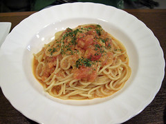 Spaghetti with creamy crab sauce