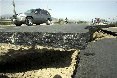 Earthquake in Chile 2010 collapsed highway