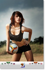 K.O Football - Em dz tui, chn dzi... - My younger sister in law (Toan Huynh) Tags: football worldcup2010 canoneos7d earthasia canon70200mmlf28 kogroup