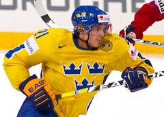 Loui ERIKSSON (Sweden) - 8472 (Francis Larrède Photography) Tags: hockey schweiz switzerland suisse sweden icehockey bern eriksson berne 2009 suede eishockey worldchampionships ijshockey hokej championnatsdumonde louieriksson postfinancearena