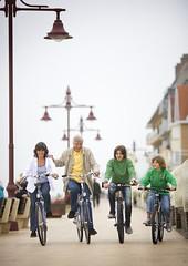 Fietsen op de dijk (De Kust) Tags: dijk fietsen dehaan kust