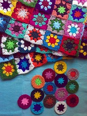Slowly, but growing... (LauraLRF) Tags: lana colors thread garden circles crochet sunny colores yarn blanket afghan hilo manta circulos tejido ganchillo cuadrados