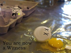 U R NAUOW A WITNESS (PizzaMovies Productions (PMP)) Tags: thanksgiving cake random egg randomness eggs murder bloody cracked yolk bashed