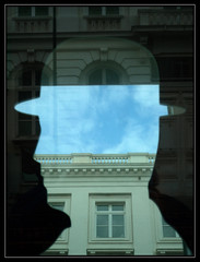 Les nuages dans la tte (chando*) Tags: brussels reflection window clouds bruxelles reflet nuages fentre musemagritte