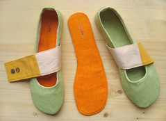 Fiep insoles (LaLaMonde) Tags: orange green yellow women shoes handmade linen etsy slippers ecofriendly fiep onetsy dawanda lalashoes lalamonde greenballetflats womenhouseshoesgreen veganshoesgreen womenslippersgreen womenflatsgreen