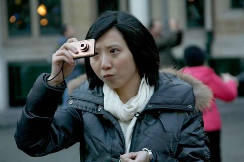Belgique - Bruxelles - Grand-Place - Jeune asiatique photographe