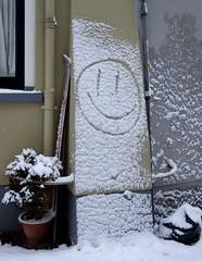 Winter het voorjaar komt er aan :-) (Ronald Rugenbrink) Tags: winter ski smile skies sneeuw smiley lach deventer januari 2010 bloempot waterstraat vuilniszak ronaldrugenbrink ronalddeventer