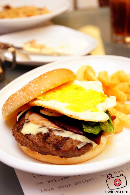Food-Kitchen-Creatures-Centerpoint-monstreous burger