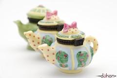 im a little teapot.. (dahon [ON VERY EXTENDED HOLIDAY]) Tags: white me field diy nikon dof bokeh flash mini teapot teapots 18200 depth lightbox 2010 d60 dah0n dahon