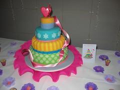 Bolo de Aniversrio 1 (Confetti & Cupcakes) Tags: cupcakes lembrana rosa mini pasta confetti lindo americana bolo festa aniversrio bolos drika andares camadas novaes decorado gostosos decorados confettiecupcakes