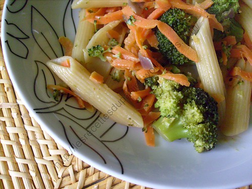 Penne aux brocolis et carottes / Penne with broccoli and carrots