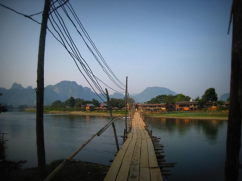Pont de bambou sur la Nam song