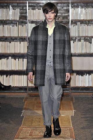 Jason Wilder3005_FW09_NY_Loden Dager(Men Style.com)