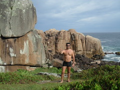 Master Of Puppets (rosarioso) Tags: floripa playa hombre acantilado miniatura piedras galheta