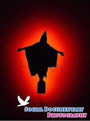 Haj Ali: fantasma de Abu Ghraib. El hombre que fue torturado y fotografiado en una siniestra parodia de la Estatua de la Libertad. Logo 2
