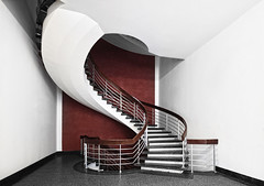 Red stair (Halsemann.) Tags: world light red white berlin art architecture modern germany deutschland design licht stair floor interior space innenarchitektur hauptstadt haus architectural clean treppe future architektur sauber interiordecoration archtecture flur halsemann ralfwendrich