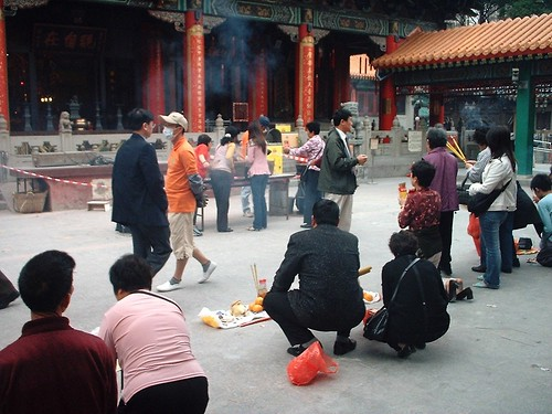 People worshipping Wong Tai Sin