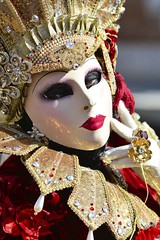 DSC_0308 (Xavier Aubercy) Tags: carnival venice color male eye female donna costume mask femme yeux occhi uomo di carnaval gaze venise carnevale venezia couleur homme masque regard kostm weiblich mnnlich       augenfarbe