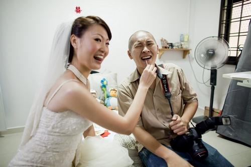 Raymond Phang the wedding photographer gets to contribute to the gate crashing