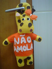 Enfeite de maaneta Girafinha em detalhe laranja tb... (Tati Zillo Corra) Tags: de enfeite sapinho ocupado maaneta macaquinho girafinha enfeitedeporta enfeitedemaaneta naoperturbe guirlandadepscoa naoamola