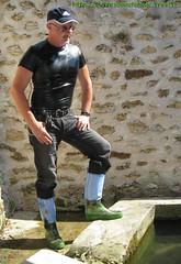 T-shirt latex & bottes caoutchouc Giesswein (pascal en bottes) Tags: boots tshirt rubber latex gummi wellies gummistiefel bottes botas gumboots gomma gomas stiefel caoutchouc laarzen stivali stövlar