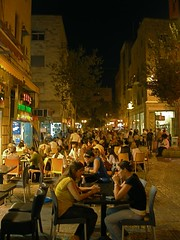 Dining out in modern Jerusalem (Seetheholyland.net)