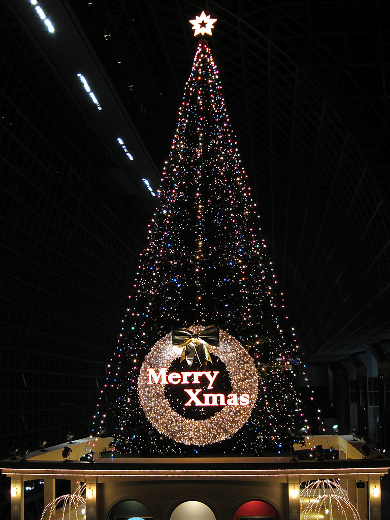 Illuminated Christmas tree at Kyoto Station (2)