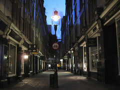 Deserted alleyway in London (Mister Joe) Tags: uk england london tower night alley unitedkingdom empty harry potter harrypotter joe narrow deserted royalty diagonalley diagon lekas joelekas