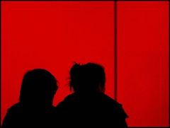 Secrets (Francesco Baldiotti) Tags: nyc red 2 two ny newyork museum museo rosso twopeople due zuikolens olympuse410 zuikoom theauthorsplaza theauthorsclubpicnik