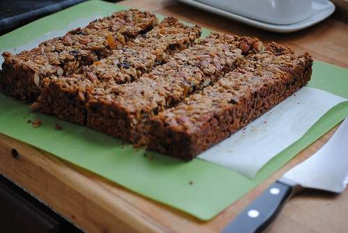 homemade-chewy-granola-bars (5)